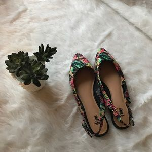 FIONI Clothing Shoes - Fioni tropical floral pointed slip on flats