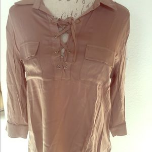 Threadzwear Tops - New 3/4 sleeve soft brown lace up must have top💔