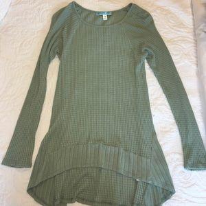Long sleeve light green top.