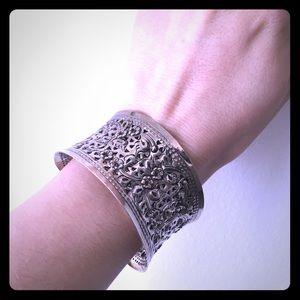 Jewelry - Beautiful Sliver flower cuff bracelet
