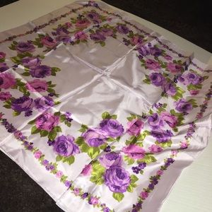 Accessories - New oversized lilac floral silk scarf