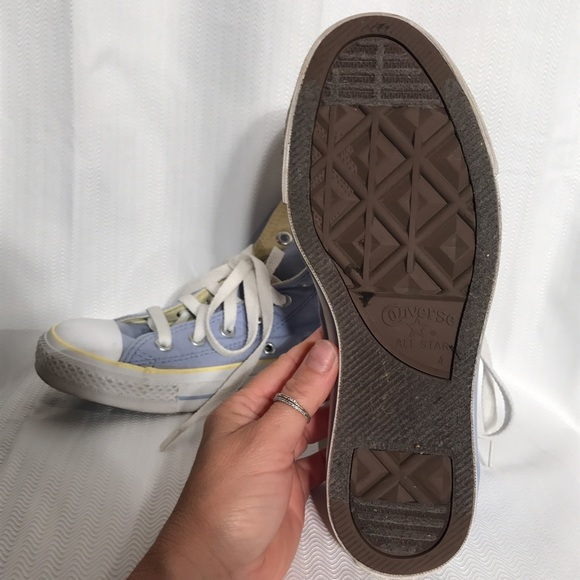 Combine women's high top sneakers with women's pants and tights for a streamlined look that has the versatility to go everywhere you go. Shop high top sneakers for men, girls and boys and be sure to check out the complete collection of women's Nike shoes for .