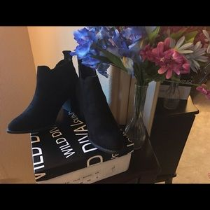 New In A Box Wild Diva Black Booties Size 10