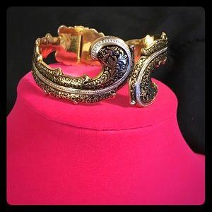 Jewelry - VTG Damascene Hinged Bracelet