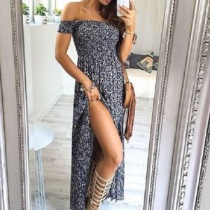 Dresses & Skirts - 🎉 Blue and Cream Floral Maxi Dress  🎉