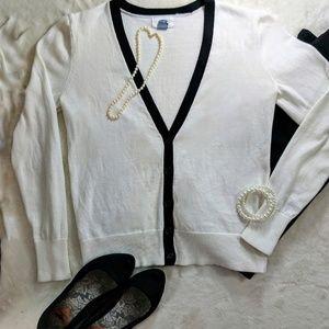 Retro V-neck Off-White Cardigan w/ Black Trim