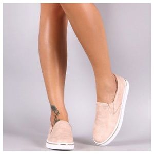 Shoes - THEY'RE HERE‼️SALE🇺🇸Blush Slip on Sneakers
