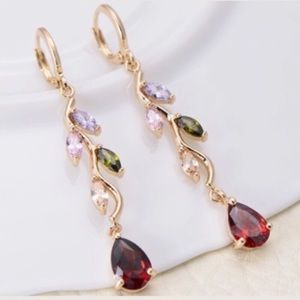 Jewelry - Gorgeous fashion earrings. Gold plated