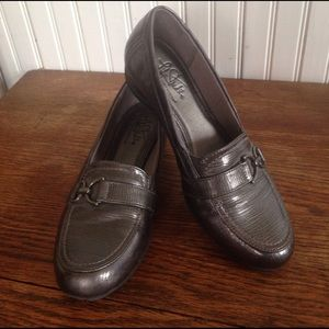 Life stride gray / silver  loafers size 7