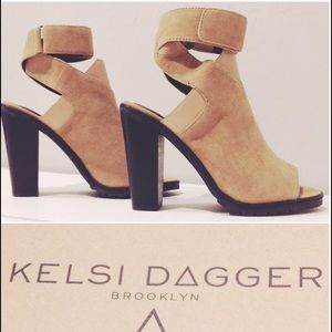 Kelsi Dagger Shoes - 🌺 CLEARANCE 🌺 Hp Sandals