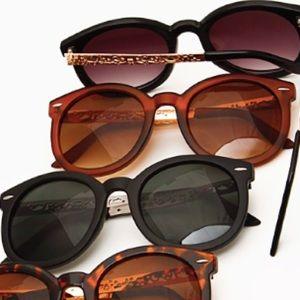 Accessories - Modern Audrey Sunnies *karen walker*