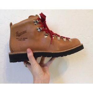 Danner Shoes - Woman's Danner Mountain Light Cascade Boots