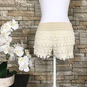 Jolt Pants - Jolt Beige Lace Floral Shorts