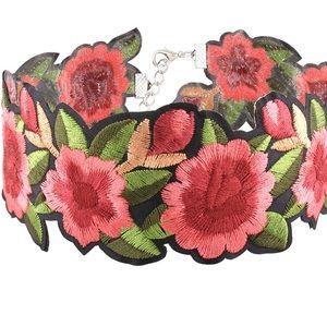 Jewelry - NEW Flower Choker