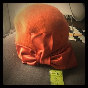 Accessories - Orange vintage hat with bow!