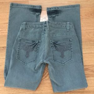 Mecca Femme Denim - Gray Distressed Denim