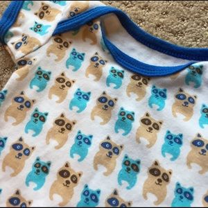 Luvable Friends Other - White raccoon shirt with blue trim