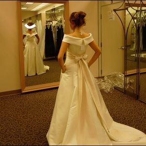 Oleg Cassini Dresses & Skirts - Oleg Cassini Off The Shoulder Davids Bridal Gown