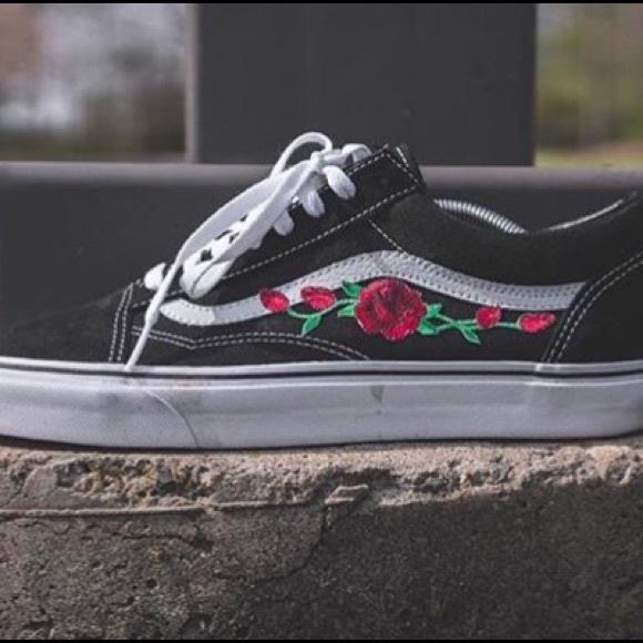1331c432bcf6 Custom rose patch vans