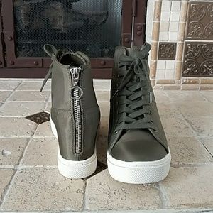 f90aa354388 Steve Madden Shoes - WORN ONCE Steve Madden luscious wedge sneaker