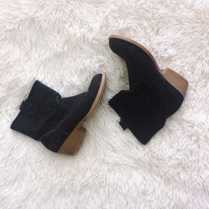RAMPAGE black faux suede western ankle boot