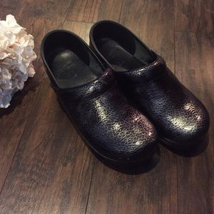 Dansko Shoes - •Dansko• Clogs
