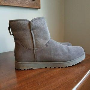 UGG Shoes - LIKE NEW. UGG Cory Boot