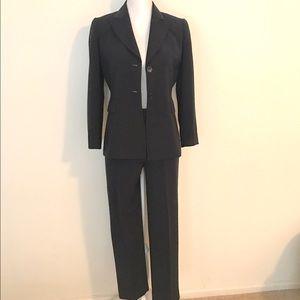Tahari Other - Tahari Pant Suit Set