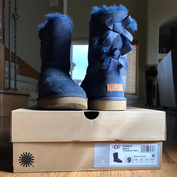724c37a0da2 LIKE NEW Navy Blue Uggs Bailey Bow II Size 9