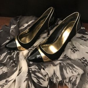 Jessica Simpson Shoes - Jessica Simpson pumps in black and gold