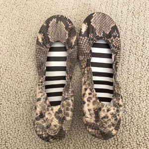henri bendel Shoes - Henri Bendel- Leather Ballet Flats Snake