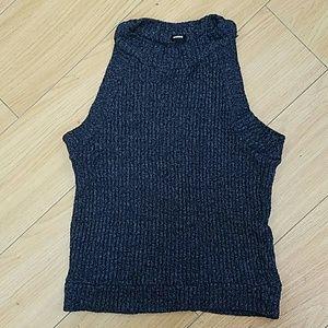 monrow Tops - Monrow sleeveless cropped knit top