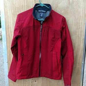 Arc'teryx Jackets & Blazers - ARCTERYX WOMENS RED LIGHTWEIGHT SHELL