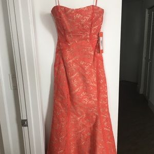 Monique Lhuillier Dresses & Skirts - SALE!! New Monique Lhuillier Coral Gown Size 0.