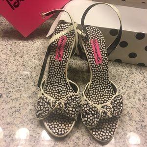 NWT Betsey Johnson polkadot heels w/ bow