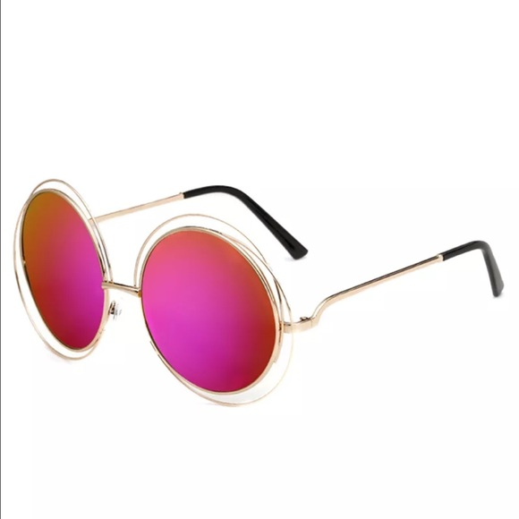 a7010758b305 New✨ Gold Frame with Bright Pink Mirror Sunnies 💖