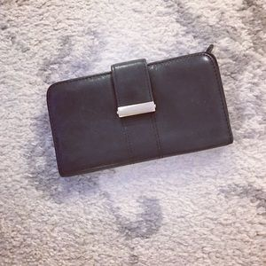 Wilsons Leather Handbags - Black leather Wilsons Leather checkbook wallet