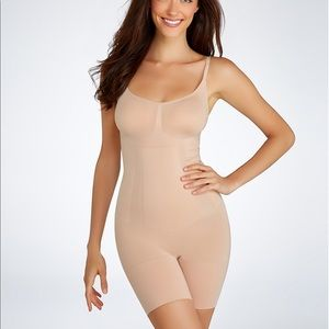 SPANX Other - Spanx mid thigh shape suit nwt