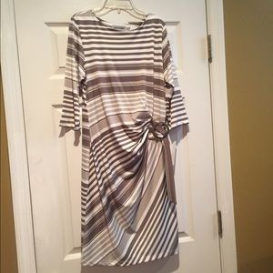 Shelby and Palmer Dresses & Skirts - NWT Shelby & Palmer Large Dress Tan and White