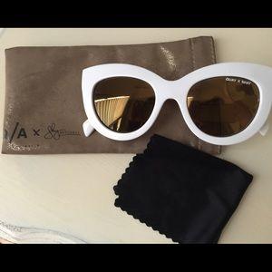 Quay Australia - Jinx cat eye mirror sunglasses