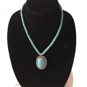 Jewelry - Trendy faux turquoise necklace