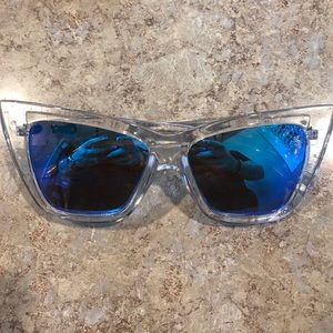 Quay  sunglass  with blue mirror vesper