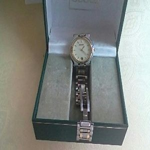 Gucci Jewelry - GUCCI PRISTINE Vintage 9000M watch