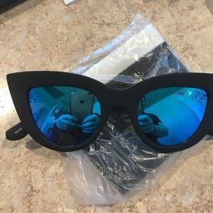 Quay  sunglass  with blue mirror kitti