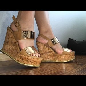 Wanted Shoes - Comfy Wedges with platform size 6.5