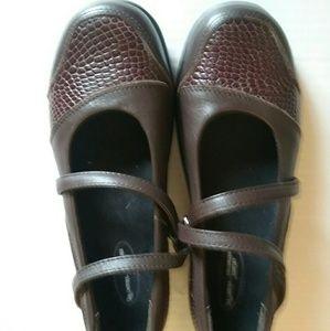 Aetrex Shoes - NEW AETREX MOC CROC LADIES LOAFERS 6.5