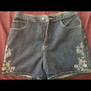 Pants - Embroidered old fashioned shorts jean