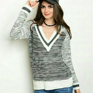 Sweaters - ❣LAST NWT V NECK CHARCOAL SWEATER