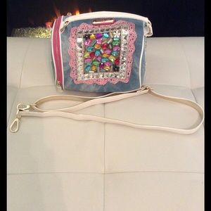 Nicole Lee Handbags - Gorgeous jeweled handbag