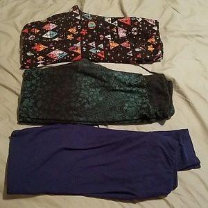 3 pairs of lularoe leggings.